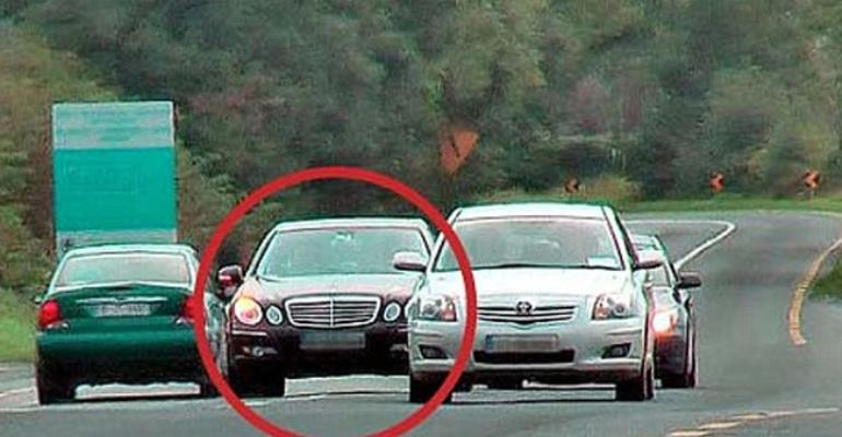 HOW NOT TO OVERTAKE THE CAR IN FRONT OF YOU WHEN DRIVING