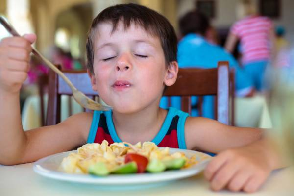 3-reasons-to-not-encourage-your-child-to-always-divide-what-he-is-eating