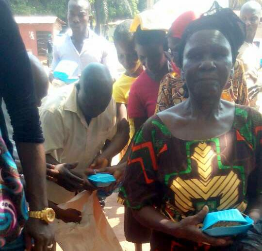 Anambra Election: APC allegedly shares cooked rice to voters-dailyfamily.ng