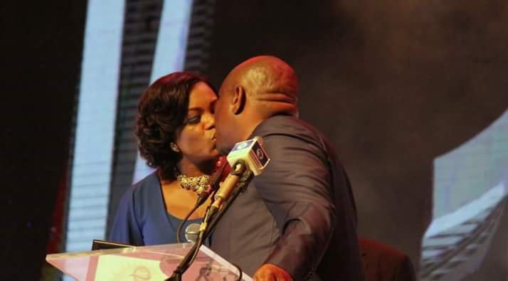 Governor Shares Passionate Kiss in Public, Ignores Cameras-dailyfamily.ng