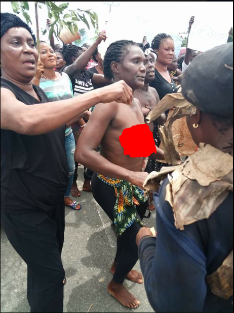Strange! See How Women Go Naked To Protest Against The Governor (Photos)