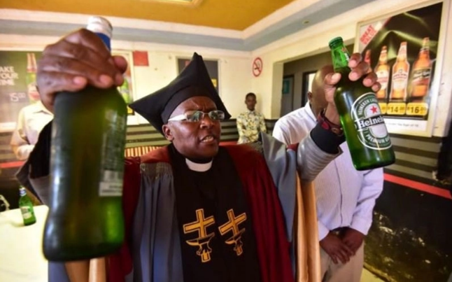 Bishop Endorses Sale of Alcohol Drink During Church Service (See Shocking Photos)-dailyfamily.ng