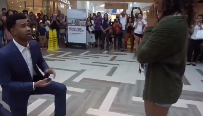 Marriage proposal goes wrong: What this lady did will shock you (Video)-dailyfamily.ng
